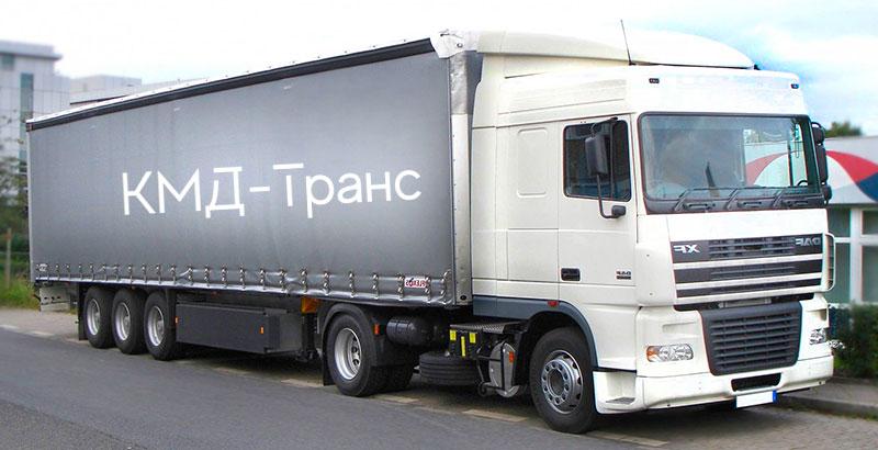 Вид грузовых машин еврофура с тентом